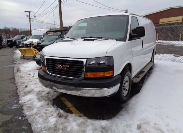 2015 GMC Savana 2500 full