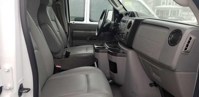 2009 Ford E-Series Cargo E-250 full